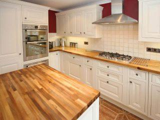 bucatarie clasica blat lemn
