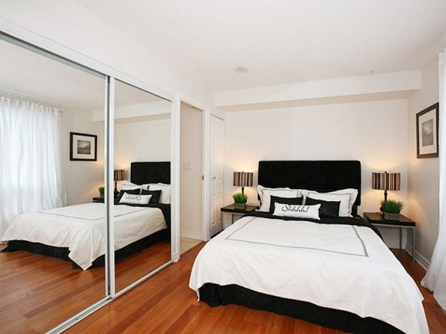 dormitor cu oglinzi