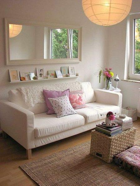 canapea living apartament mic
