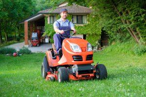 tractor de tuns iarba
