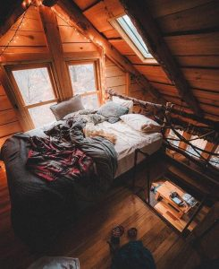 mansarda casa lemn